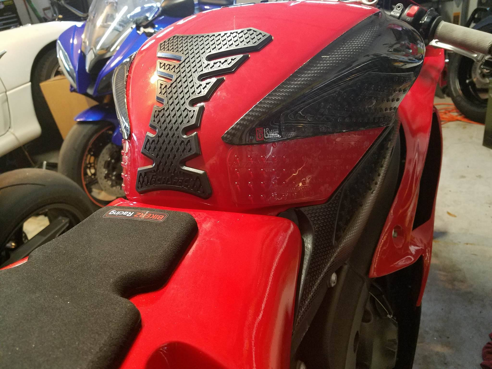 tank grips - Yamaha R6 Forum: YZF-R6 Forums
