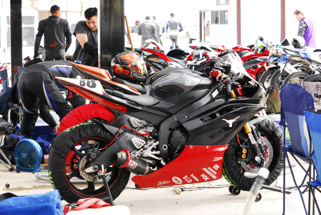 Spray painting track fairings - Yamaha R6 Forum: YZF-R6 Forums