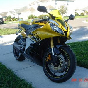 This is a picture of my R6 the first day I got it from the dealer.