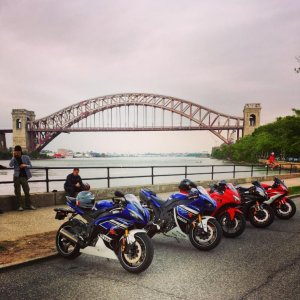 """The Strip"" Astoria Park. With some friends, the day my boy picked up 2013 Team Yamaha R1. 1 Ninja 250, 1 2007 Raven R6, 1 2013 Red R6"